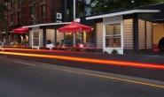 这家纽约餐厅由几百个塑料瓶做成,能抗住飓风和提供照明